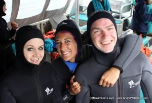 Voluntários sorriem no programa de conservação do tubarão branco