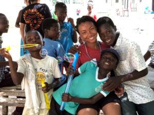 Trabalho voluntário com crianças em Gana