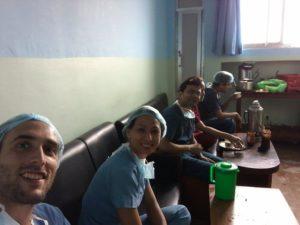 Magda Camaxide no Hospital Pediátrico em Katmandu