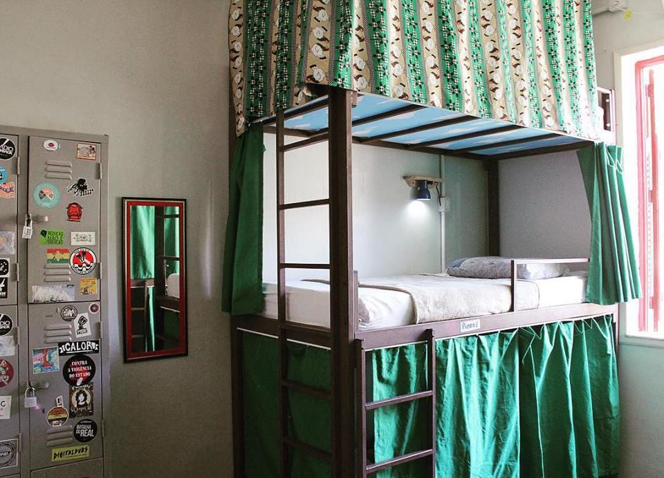 Dormitório com beliches