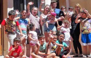 Matt e Dulce cuidando das crianças na Argentina