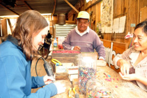 Voluntária na Loja de Artesanato