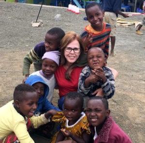 Nadir Oliveira voluntária em Arusha