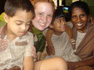 voluntário em Jaipur para crianças com deficiência mental