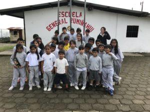 Mingzhuo Pei da China ensinando inglês no Equador