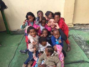 Rodrigo Lima Custowichi trazendo um sorriso para as crianças em Cape Town