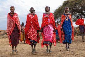 Mulheres dançando na Tanzânia