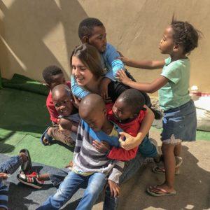 Camilla mit den Kindern in Südafrika