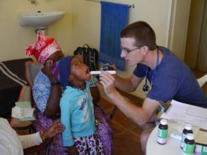 Volunteer in Namibia helping children at the Medical Clinic program