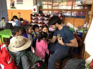 Felipe voluntário médico em Cusco Peru