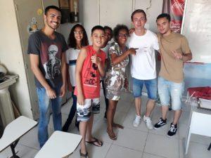 Lorenz mit seinen Schülern in Rio